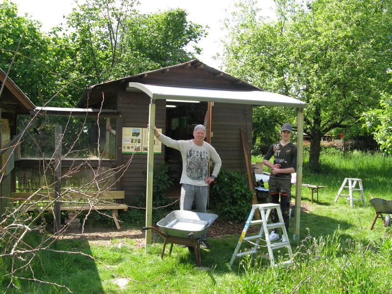 Unser Bienenhaus hat jetzt ein Vordach